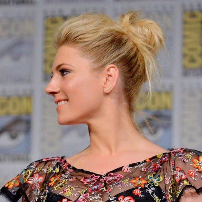 """Mi piace"": 86.5 mila, commenti: 233 - Katheryn Winnick (@katherynwinnick) su Instagram: ""Messy Bun.. and getting stuff done. #comiccon2017"""