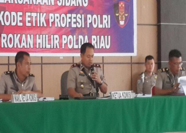 Ujung Tanjung (Rokan Hilir), Oketimes.com - Kepolisian Resor Rokan Hilir Provinsi Riau, memecat tiga anggota personil Polri yang tengah melangar hukum dan melakukan tindakan
