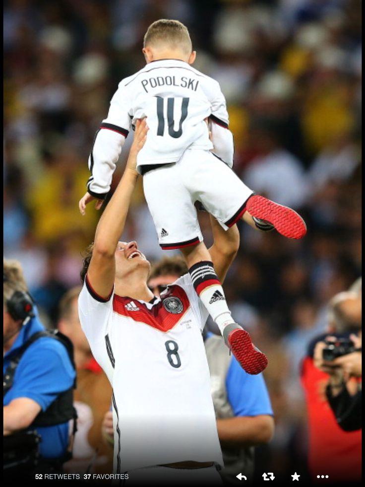 Arsenal DFB Ozil, Poldi's son World Cup 2014 Champions