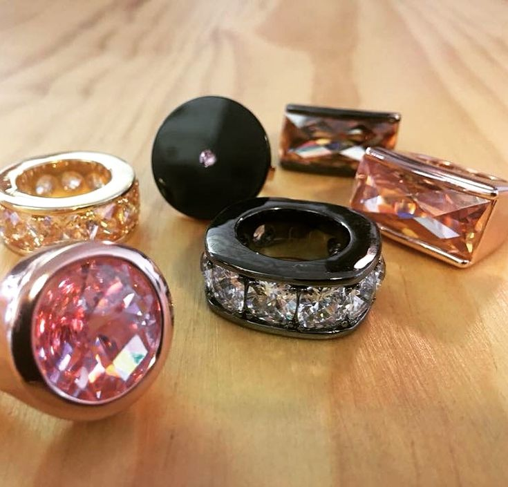 Roses are red, violets are blue, these First Class Euro Crystal and Edelstahl rings are perfect for you 😊 #JangiAccessories