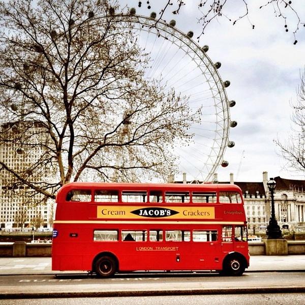 By @jeera     #street #city #urban #architecture #streetphotography #citizens #instagram #london       http://rosphoto.com/a_jiri_siftar
