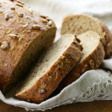 Domowy chleb słonecznikowy z maślanką