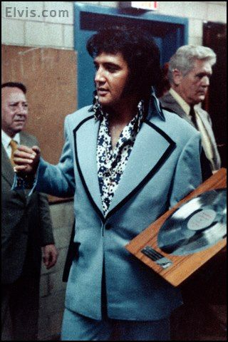 elvis presley tragic hero Elvis presley was the hottest act in all of show business by the summer of 1956   dean's tragic death at the age of 24 in september of 1955 profoundly  it is  also the only film in which he played an out-and-out anti-hero (as.