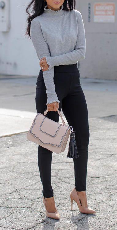 Gray scalloped edge turtleneck + pink scalloped tassel purse