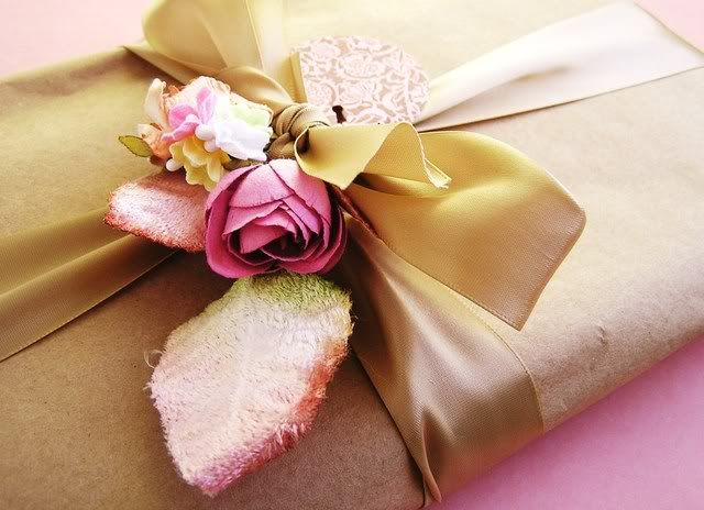 via the iamthebee: Brown Paper, Pretty Wraps, Pretty Parcel, Gifts Wraps, Digital Cameras, Gifts Packaging, Pretty Packaging, Handmade Gifts Tags, Beautiful Wraps