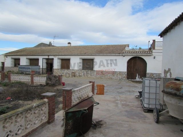 SOLD! Reduced to 169900€! Lovely 5 bed house needing some renovation near Dolores Spain (Ref: DOL CI5) http://www.livespainforlife.com/property/4099/country-house/resale/spain/dolores/dolores/