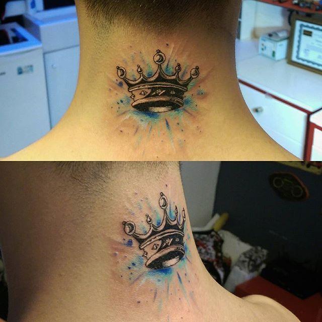 Suluboya etkili kral tacı dövmesi. Watercolor crown tattoo. Tattoobrothers dövme stüdyosu. Kişiye özel tasarım. Randevu ve fiyat bilgisi için 05323546726 (WhatsApp )