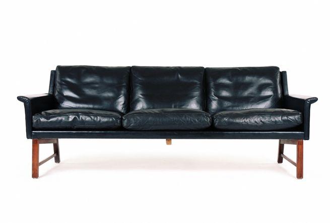 Vatne Mobler - Danish Leather and Rosewood Sofa. Bid Here - Closes 20 November, 2014 - https://www.auctionstuff.co.nz/listing/y-9C4B8255-766E-56A5-8E40-39092070E4DD