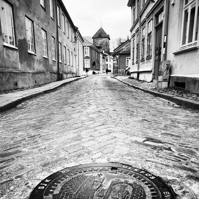 Instagram photo by @Eivind Askeland via ink361.com #trondheim #BW #B&W #street #streetshot