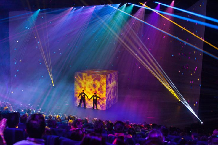 The Mysteries of Kube at Futuroscope: New attractions at French theme parks! - New big spectacular at Futuroscope, The Mysteries of Kube at Futuroscope tells latest technology discoveries with reinforcement by artistic performances of comedians, dancers and acrobats and mapping the fabulous history of archaeologists uncovering a mysterious cube in the ice of Antarctica. A sleeping cube that will soon transport us into a fantasy world. © Futuroscope