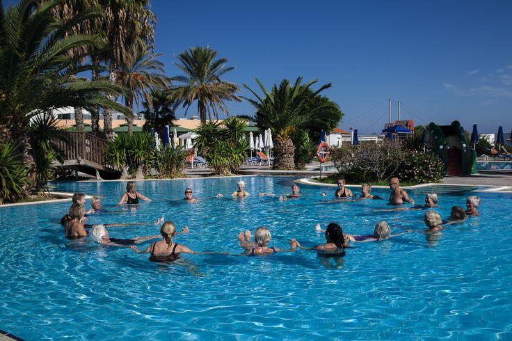 Vattengympa i hotellpoolen.   http://halsoresor.se #hälsa #hälsoresor #vattengympa # motion ( Foto: Copyright © Emelie Hallbäck, All Rights Reserved.)