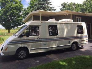 Winnebago Le Sarro véhicule récréatif motorisé VR 21 pieds Granby Québec image 1