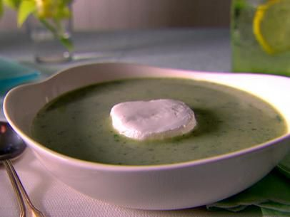 Creamy Arugula and Lettuce Soup with Goat Cheese