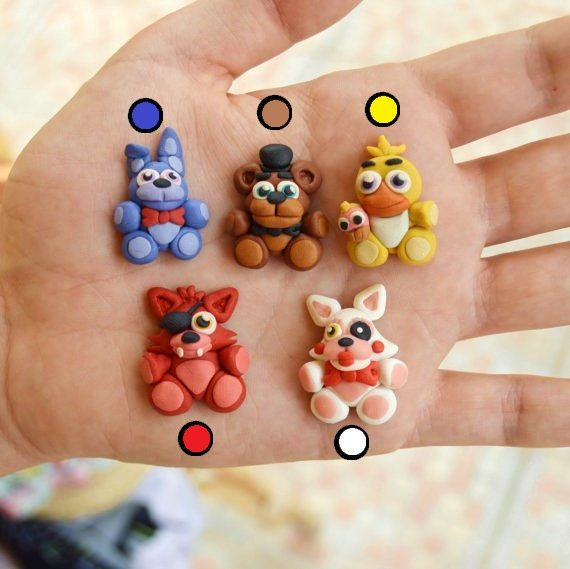 Hii!! These are original necklaces of Freddy, Bonnie, Chica, Foxy and Mangle from the popular saga of videogames Five nights al Freddys Choose
