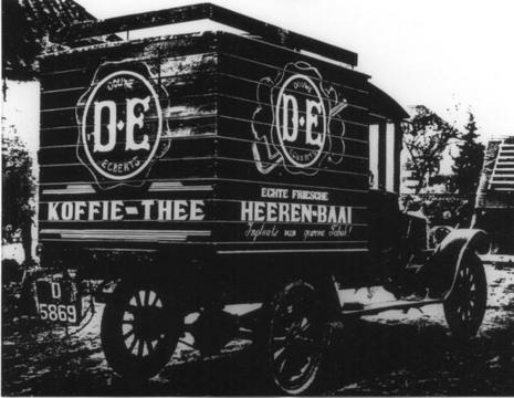 Douwe Egberts vrachtwagen in 1944. Bron: www.dnu.nu