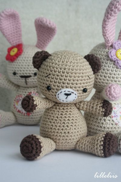 I had some fun with my Funny Bunny pattern and modified it into a little teddy bear and cat. I love the pattern because of it`s simplicity. I´m quite sure it`s one of the best...