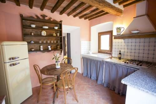 San Cerbone Porto Azzurro Featuring a garden, terrace and parking on site, San Cerbone is located in Porto Azzurro. It is 800 metres from the beach.  The apartment includes a fully-equipped kitchen and a TV. Rooms enjoy mountain and garden views.