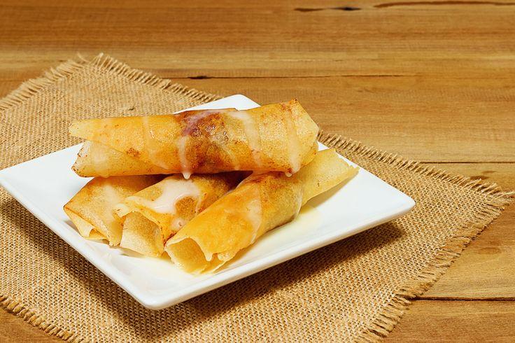 Préparation : 1. Faites chauffer l'huile à 190ºC dans une sauteuse assez profonde ou dans une friteuse. 2.Pelez les bananes et coupez-les dans le sens de la longueur puis en 4 tronçons. Mettez un …