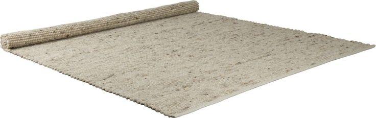 Karpet Zuiver Pure Naturel  Puur en eerlijk zo is de naam en de uitstraling van karpet Pure die volledig met elkaar in overeenstemming zijn. Dit prachtige geweven tapijt is gemaakt van een samengestelde stof in 80% wol en 20% sisal in de kleur naturel. Met deze universele natuurtint is het tapijt niet alleen geschikt voor gebruik in de woonkamer maar is het ook handig in de slaapkamer logeerkamer of studeerkamer. En laat je niet voor de gek houden door de eenvoud van het design want als je…
