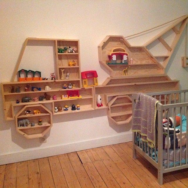 prateleiras caminhão parede quarto infantil