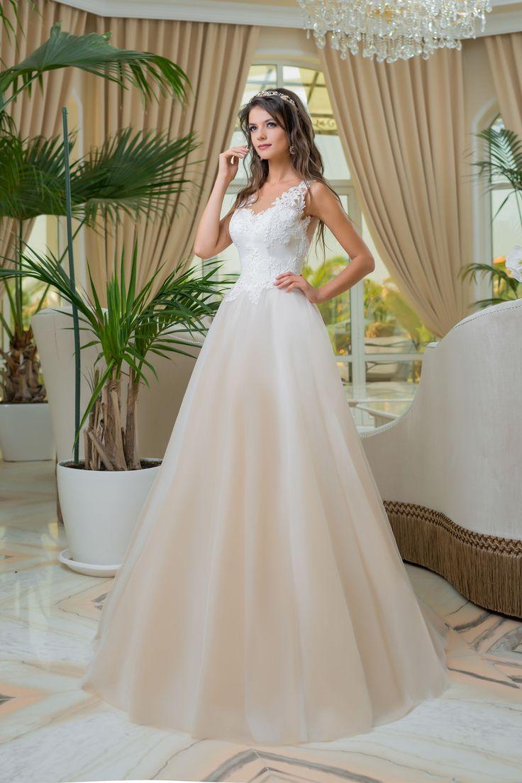 Krásne svadobné šaty so širokou sukňou a čipkovaným vrškom