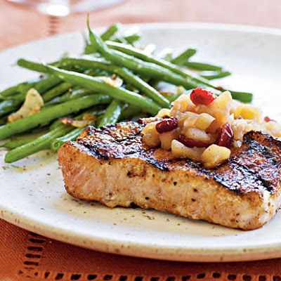 Spiced Pork Chops with Apple Chutney and Haricot Verts @keyingredient #quick #pork