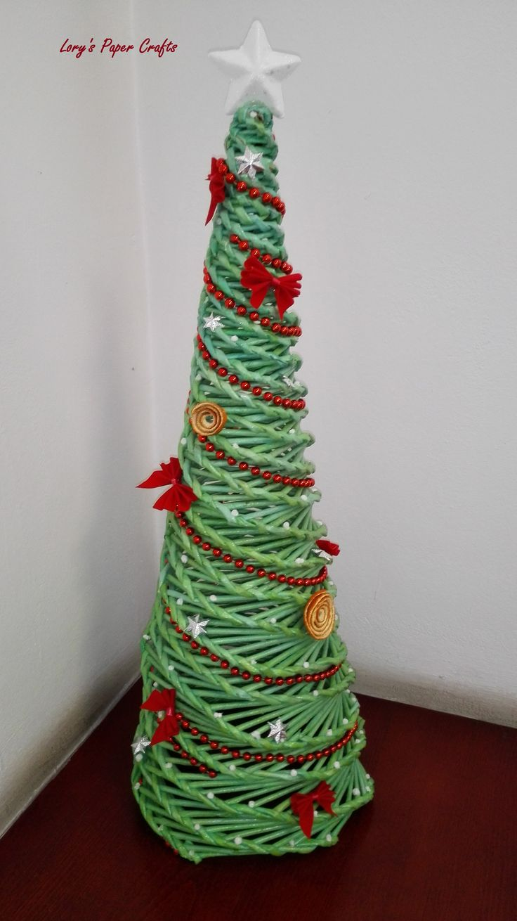 Paper Christmas tree - https://www.facebook.com/pages/Lorys-Paper-Crafts/1482059062027471?ref=hl