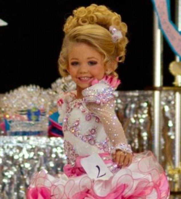 my opinion on toddlers and tiaras Toddlers and tiaras really creeps me the fck out who wants there (three -six year old) kid looking like a 30 year old with caked on make up and fake teeth/tan.
