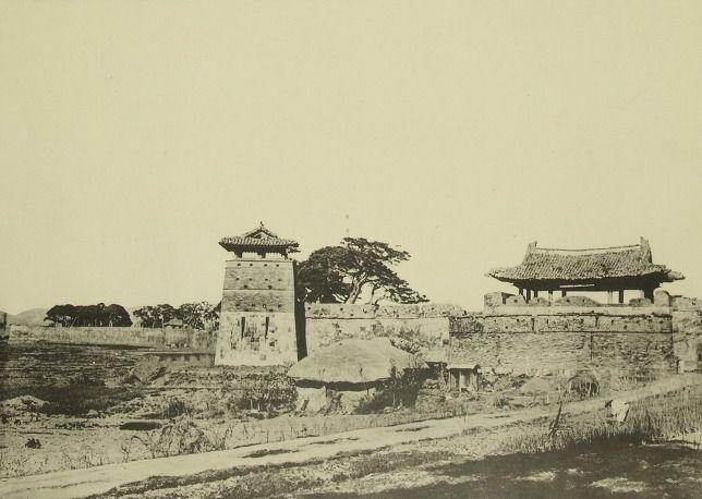 Hwahongmun, Suwon, Korea수원 화성, 화서문 및 공심돈 전경