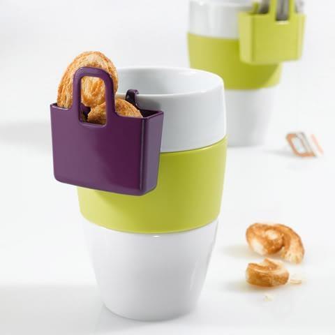 """""""Lilli"""", el contenedor de galletitas o bolsas de té que cuelga de tu taza. No puede faltar si esperas invitados a la hora del té. Disponible en varios colores. $3,500"""