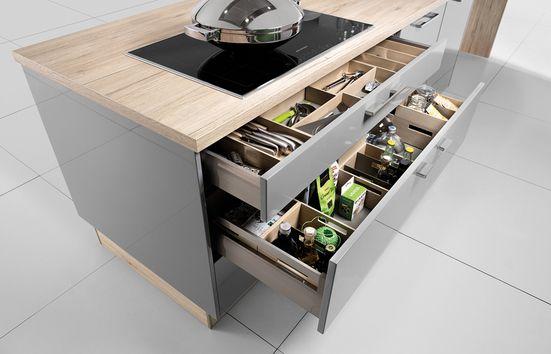 Dowiedz się jak podzielić przestrzeń kuchenną na strefy robocze.