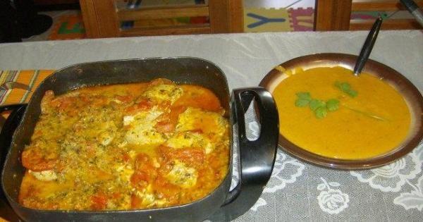 1 kg de postas de cação  - 1/2 kg de camarão  - 1 cebola  - 3 limões  - 4 tomate  - 1/2 litro de leite de coco  - 1 xícara de aseite de dende  - 1 maço de coentro  - 1 maço de cheiro verde  - 4 dentes de alho  - 2 colheres de extrato de tomate  - Sal  - Tempero misto  -