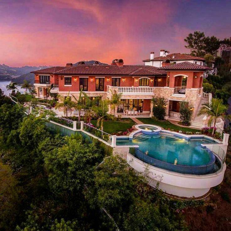160 curtidas, 7 comentários Homes of the Rich