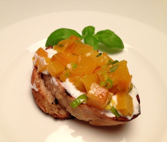 Bruschette with yellow beetroot and goat cheese | FoodFamily