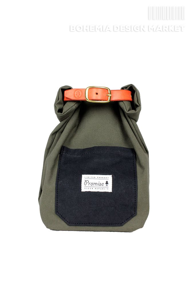 Roll case is a great and very universal thing for small things for your travels and trips.  It's up to you to use it, simply rolling the packaging to the size you want. Can be attached to a belt or strap where it is needed.   Size: 24 X 40 cm (Opened)  Materials:  - Waxed waterproof canvas of 500 g / m2 (18 ounces) of Czech origin  - Beef of Czech origin, hand-dyed and waxed  - buckle and rivets made of brass  - MOTO Koh-I-Noor   * Buying a product you contribute to planting trees in the CZ…