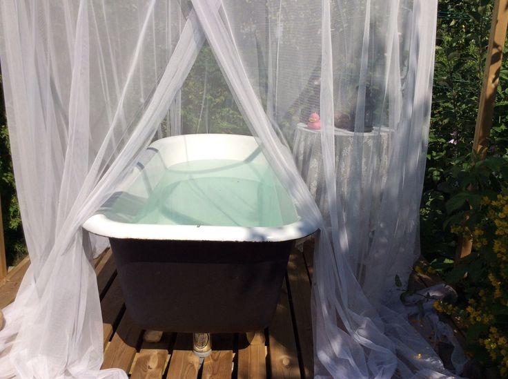 Kylpyamme pihalla.