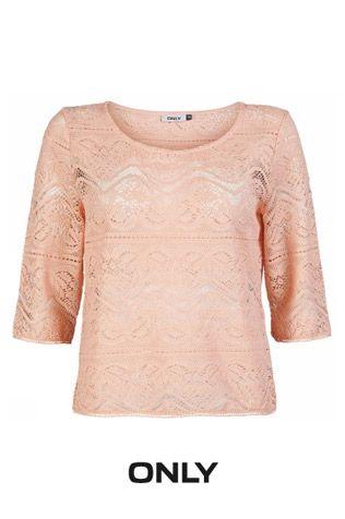 Petit look Boho/chic! Ce chandail de dentelle a une coupe légèrement ample! On aime, surtout à 39.00$ !!!! Opte pour le rose pâle si tu veux un look plus «girly»!!! #pink #lady #lace #only