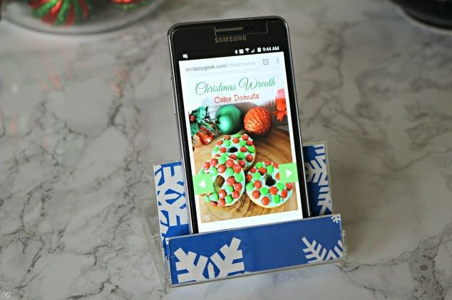 diy easy smartphone stand from an old cassette tape case