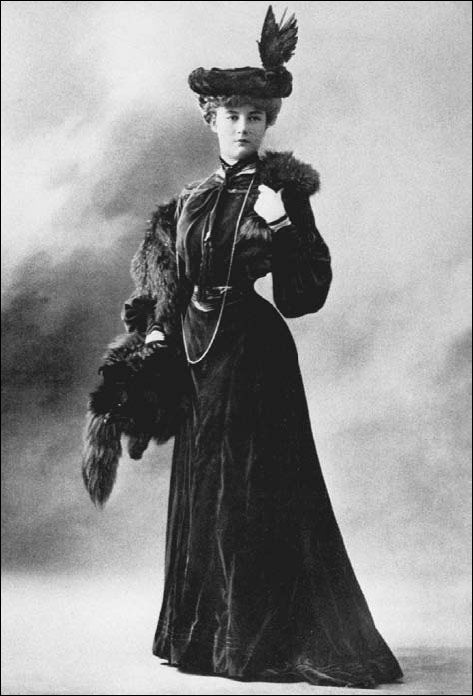 Paquin day dress, 1903. Jeanne Paquin established a successful couture business that enjoyed unparalled influence during the first half of the twentieth century.