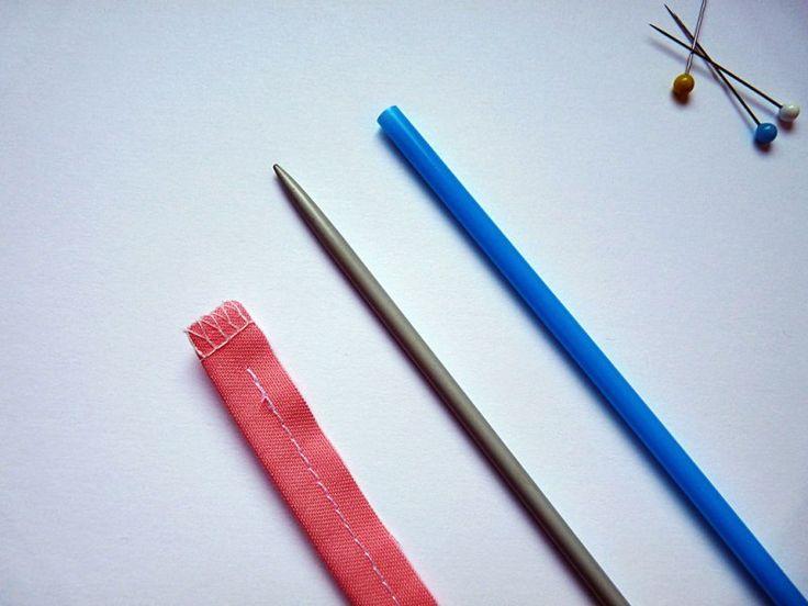 Dar la vuelta a un tubo cosido con un gira-bies DIY