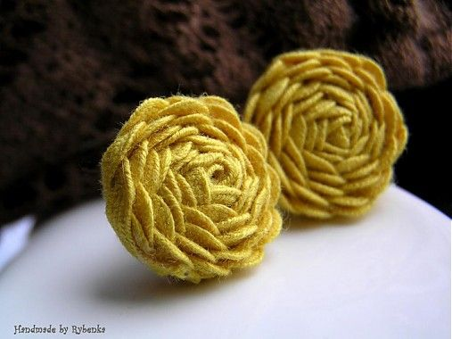 Rybenka / Yellow vintage roses