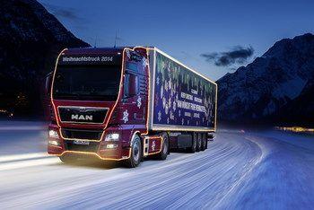 По дорогам Баварии колесит Рождественский грузовик MAN TGX. Он посещает детские дома, больницы и ярмарки в баварских городах, привозя различные сладости детишкам – с фирменной символикой в виде льва.