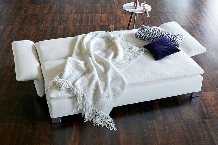 Das Schlafsofa ISLA von Signet. The sofabed ISLA from Signet. #signet #sofa #möbel #design #furniture #sofacouture #sofabed #funktionssofa #madeingermany #leather #fabric #interiordesign #luxury #comfort #style #sleep #relax #interior #isla