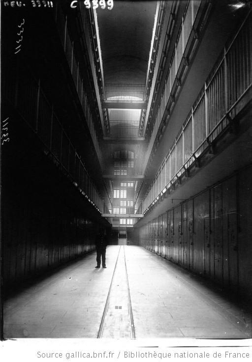 La prison de Fresnes, le couloir central : [photographie de presse] / Agence Meurisse - 1