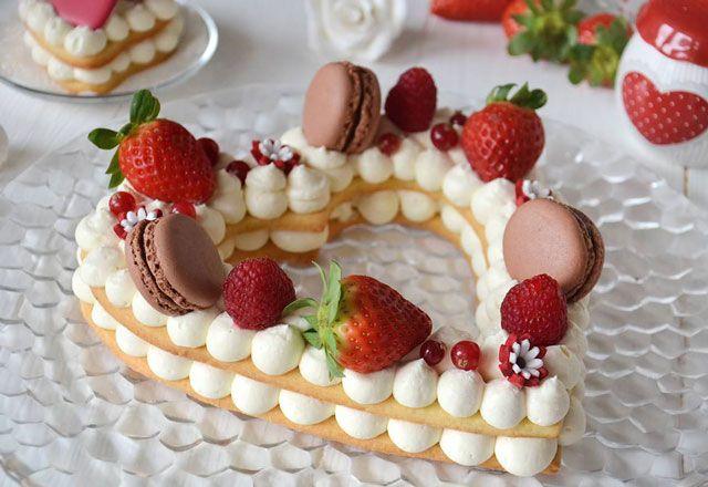 Gâteau chiffre coeur au Thermomix, recette d'un délicieux gâteau en forme de coeur à base de pâte brisée et de crème au mascarpone, parfait pour la saint-valentin.