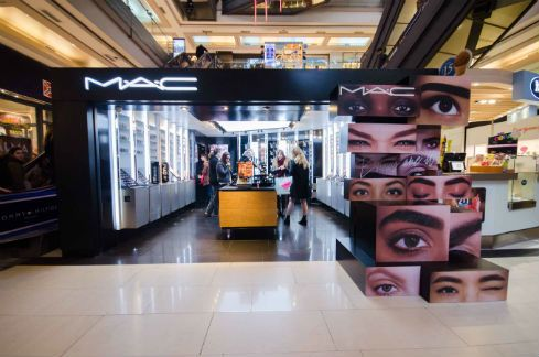 Diseño de góndolas para Shoppings – Exhibidor MAC – Meta Fábrica