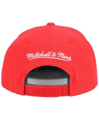 Mitchell & Ness Chicago Bulls Team Snapback Cap - Red Adjustable