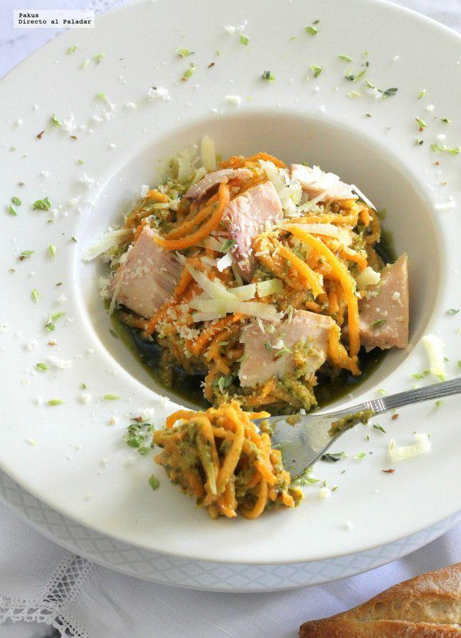 Falsos espaguetis de calabaza con salsa pesto y atún. Receta ligera para comer sin remordimientos