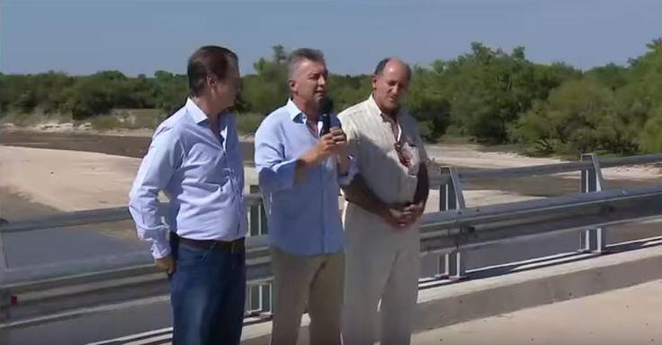 """MACRI PRESENTÓ UNA OBRA EN ENTRE RÍOS QUE FUE FINANCIADA Y EJECUTADA DURANTE LA GESTIÓN ANTERIOR El puente más largo, obra de la pesada herencia """"Acabamos con los años de la mentira, de las promesas incumplidas"""", dijo el Presidente al inaugurar un puente que en realidad comenzó a ser construido en 2013. El exgobernador Sergio Urribarri lo cuestionó y aseguró: """"Lo que hizo CFK por Entre Rïos, no lo hará Macri nunca""""."""