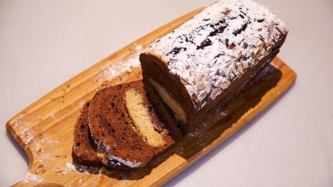 Rudolph's Bakery | strongDrentse heidekoekVerwarm de oven voor op 160 ºC. Meng de bloem, bakpoeder, kaneelpoeder en het nootmuskaatpoeder. Breng de melk met de suiker en de...
